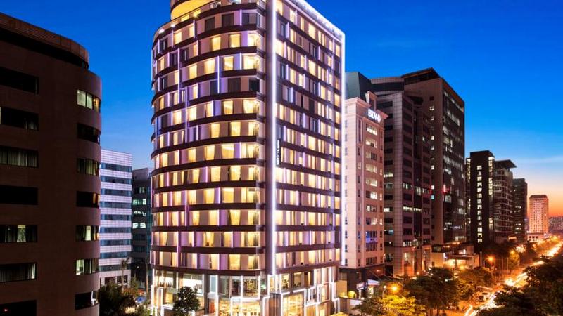 Khách sạn Novotel Suites